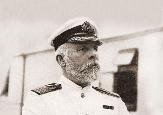 قبطان تايتانيك - إدوارد جون سميث