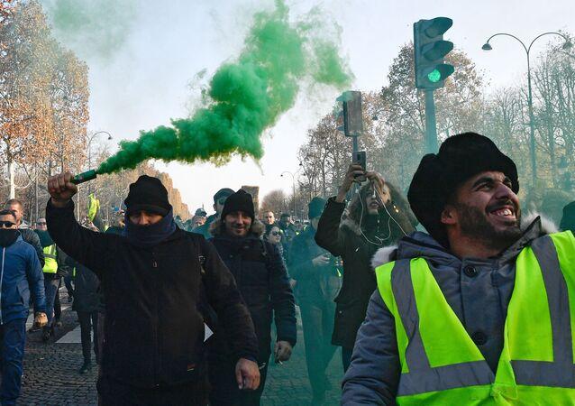 مظاهرات السترات الصفراء في باريس، احتجاجا علر رفع أسعار البنزين في فرنسا 17نوفمبر/ تشرين الثاني 2018