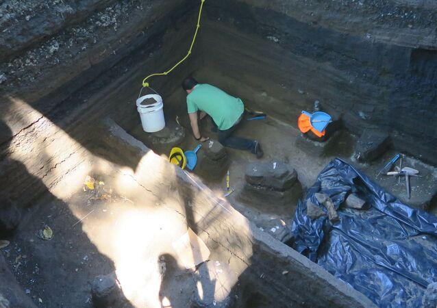 علماء الآثار يكتشفون رفات بشرية في سلفادور