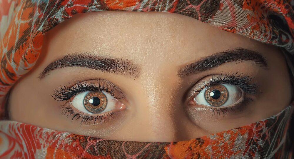 العلماء يعثرون على بروتينات زومبي قاتلة في العين البشرية