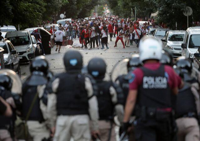 أحداث شغب نهائي كأس الليبرتادوريس بين بوكا جونيورز وريفر بليت