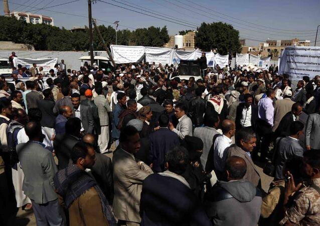 وقفة احتجاجية للعاملين بالمؤسسات الخدمية بصنعاء/اليمن/25 تشرين الثاني/نوفمبر 2018