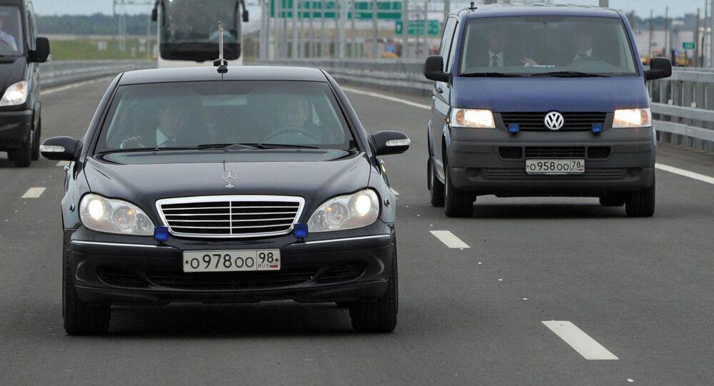 الرئيس الروسي فلاديمير بوتين يقود سيارة مرسيدس بينز، عام 2011