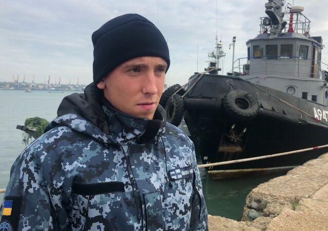 الوضع في مضيق كيرتش، القرم، روسيا - بحار إشارة بالسفينة المحتجزة نيكبول الأوكرانية، سيرغي تسيبيزوف