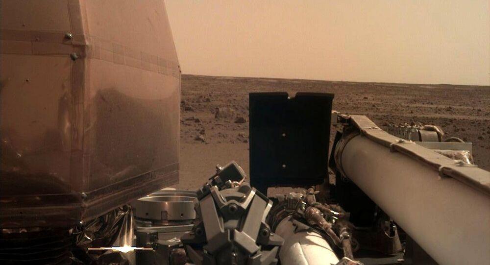أول صورة لمسبار إنسايت من على سطح المريخ