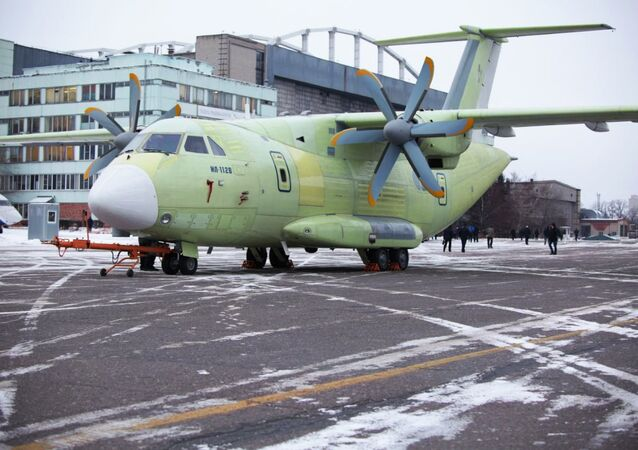 طائرة النقل العسكرية الخفيفة إيل-112في