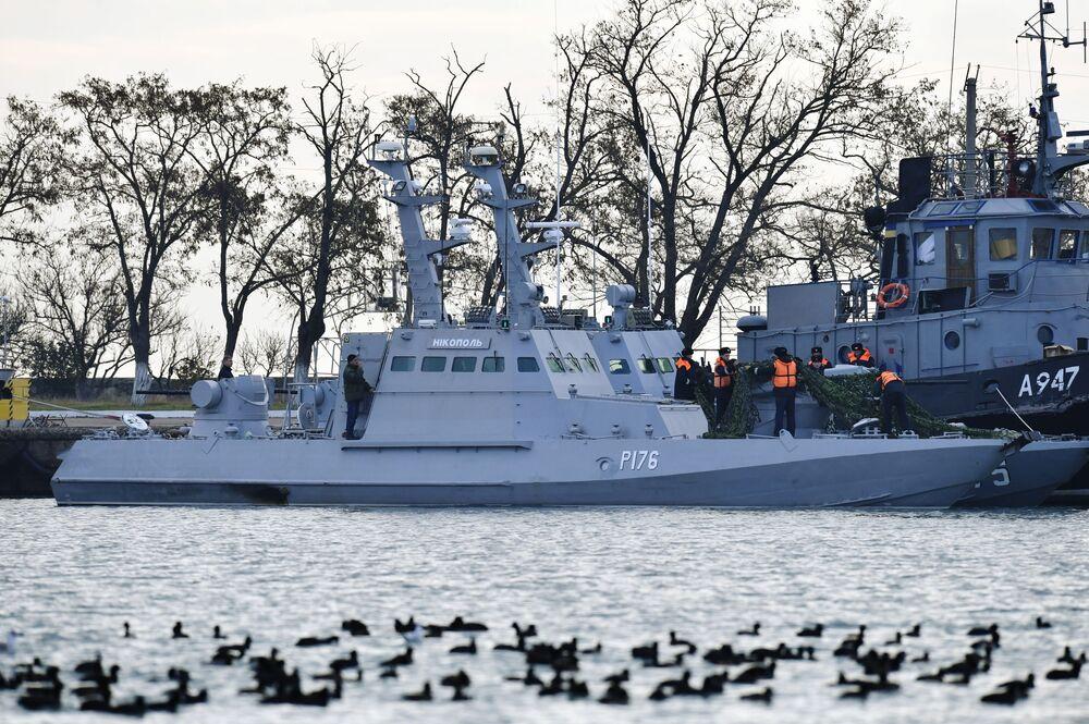 السفن الأوكرانية المحتجزة في مضيق كيرتش، القرم، روسيا