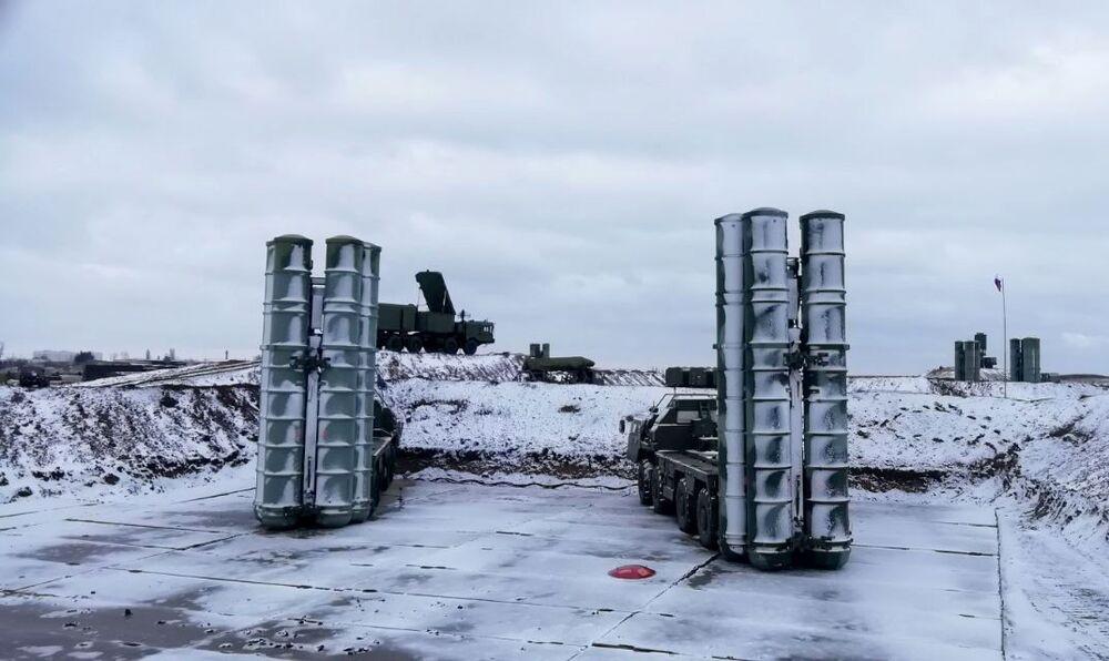 كتيبة منظومات إس-400 (تريومف) التابع للدفاع الجوي الروسي على أهبة الاستعداد في القرم