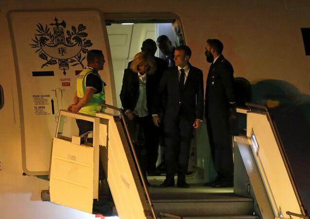 وصل الرئيس الفرنسي إيمانيول ماكرون، يوم أمس الخميس، إلى الأرجنتين مع زوجته للمشاركة في قمة مجموعة العشرين دون أي استقبال رسمي من جانب السلطات الأرجنتينية.
