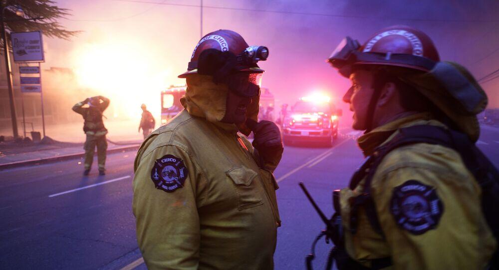 رجال إطفاء الحرائق في كاليفورنيا