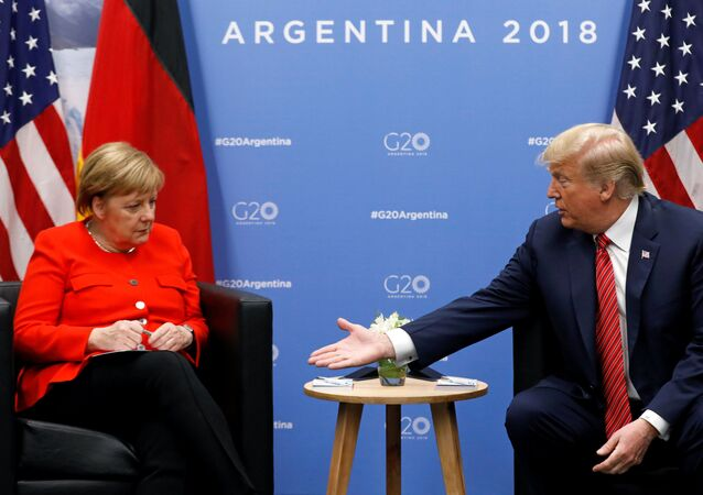 قمة مجموعة العشرين في بوينس آيرس، الأرجنتين،  1 ديسمبر/ كانون الأول 2018 - الرئيس دونالد ترامب خلال اللقاء مع المستشارة الألمانية أنجيلا ميركل في قمة G20