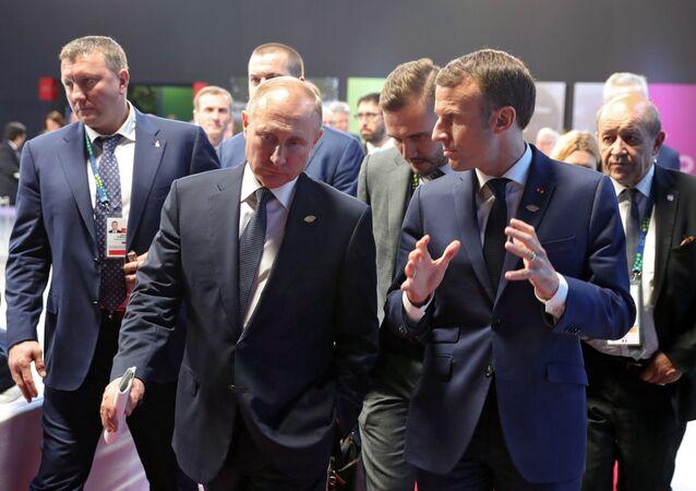 قمة مجموعة العشرين في بوينس آيرس، الأرجنتين،  30 نوفمبر/ تشرين الثاني 2018 - الرئيس فلاديمير بوتين خلال اللقاء مع الرئيس إيمانويل ماكرون في قمة G20