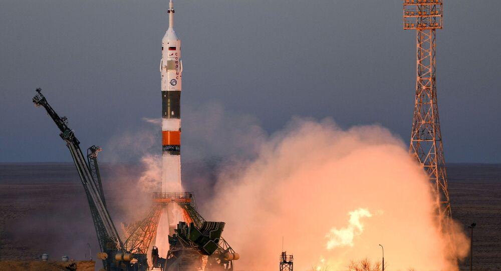 مركبة فضائية سويوز - ف غ تابعة لـ روس كوسموس الروسية من محطة بايكونور