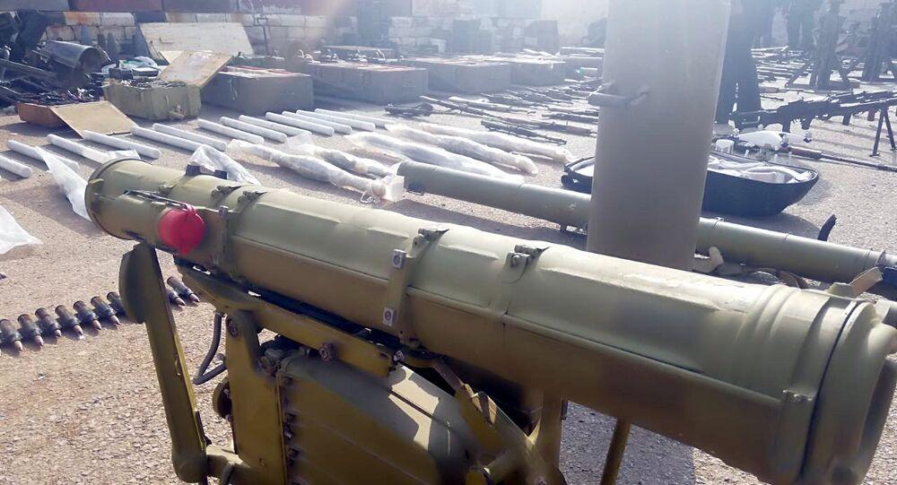 قوى الأمن السورية تعثر على مستودع يحوي كميات كبيرة من الأسلحة المتنوعة، بينها طائرات من دون طيار، من مخلفات المجموعات الإرهابية المسلحة، خلال عمليات التمشيط في مزارع درعا البلد