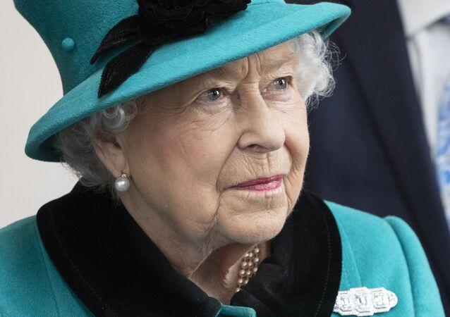 ملكة بريطانيا إليزابيث الثانية