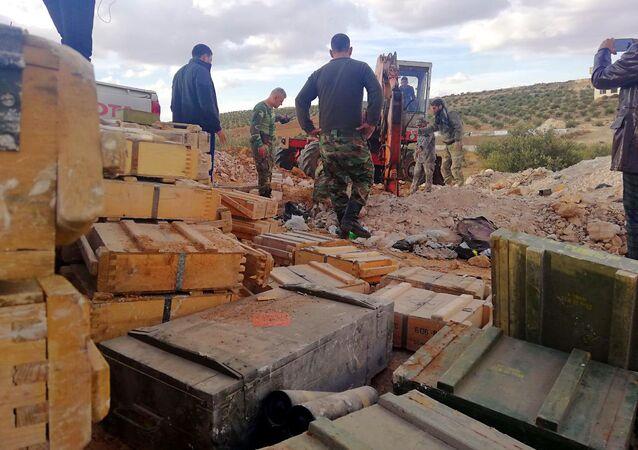 الأمن السوري يضبط أنفاقا ومستودعي أسلحة وصواريخ على الحدود مع الأردن