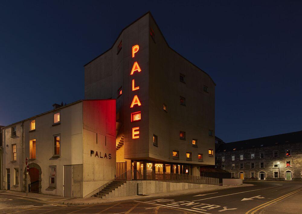 مشروع معماري لـ سينما Pálás في أيرلندا، الذي فاز في فئة اختيار الألوان