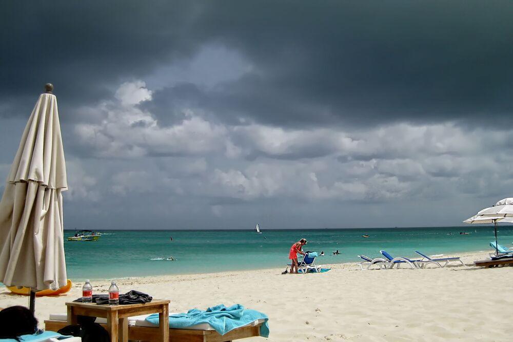 شاطئ غرايس باي في جزر تيركس وكايكوس