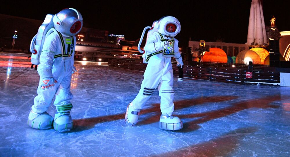 افتتاح أكبر حلبة تزلج مدينة الشتاء في حديقة في دي إن خا في موسكو