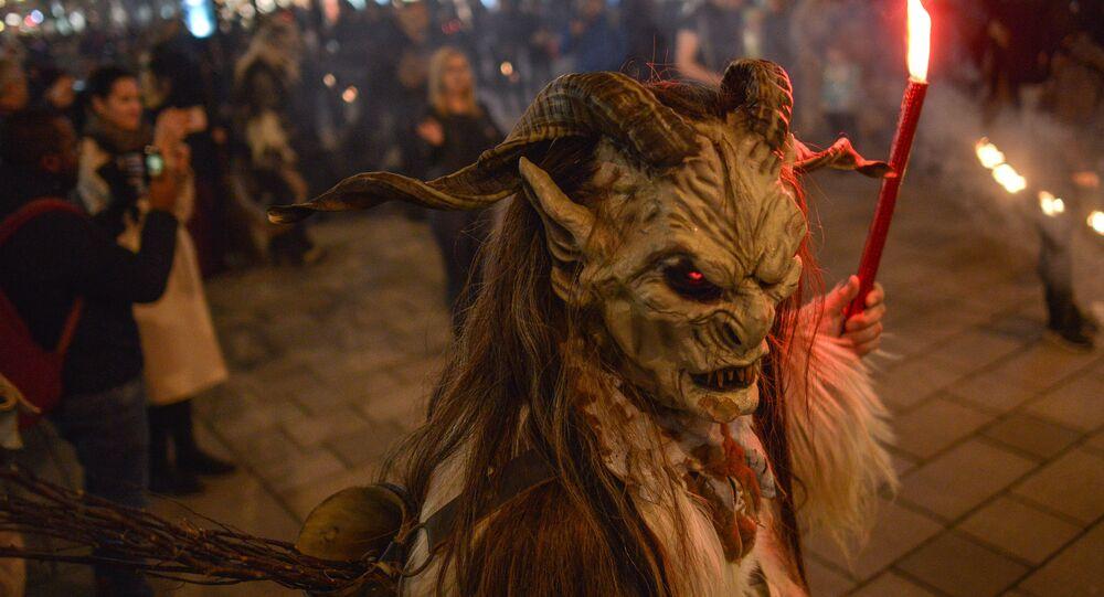 مسيرة الشياطين في سوق عيد الميلاد في فيينا