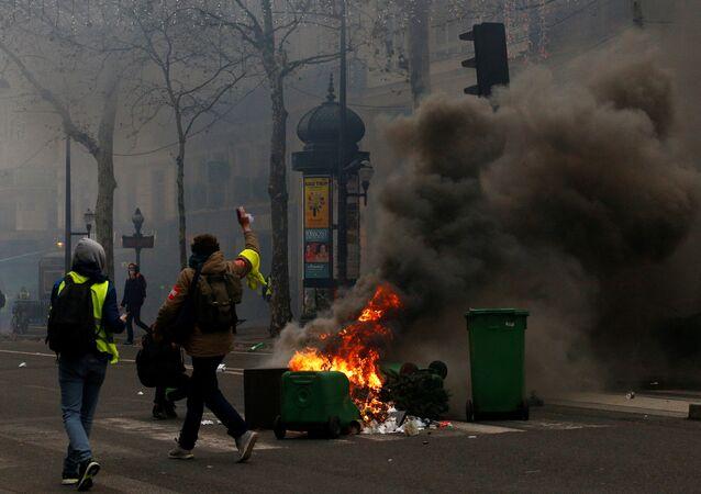 مظاهرات السترات الصفراء في فرنسا