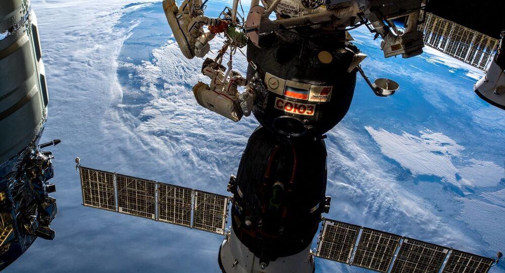 تنفيذ عملية السير خارج مركبة الفضاء الدولية للرواد الفضاء روس كوسموس الروسيان أوليغ كونونينكو وسيرغي بروكوليف، 11 ديسمبر/ كانون الأول 2018