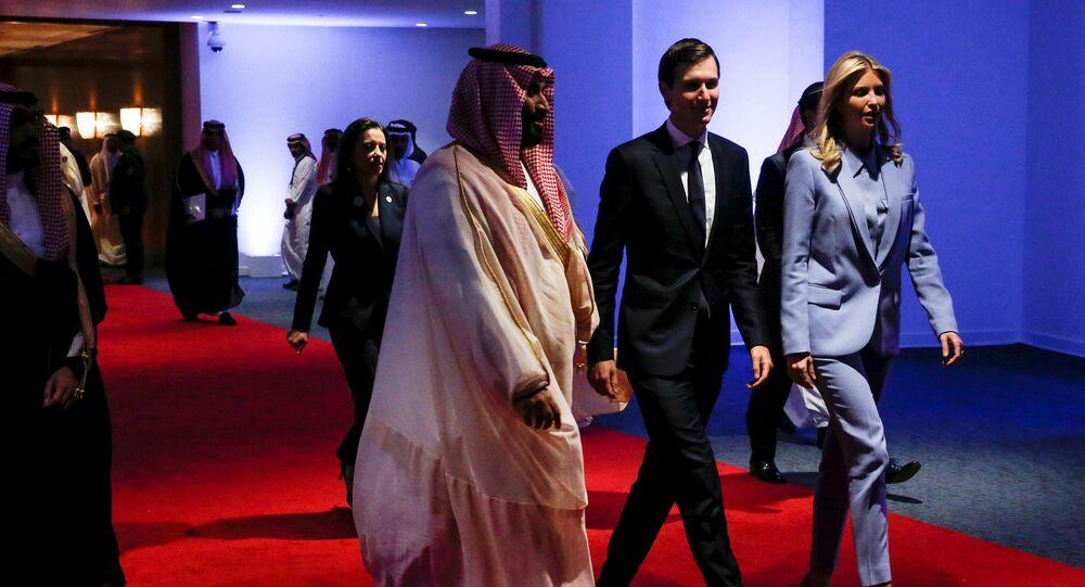 ولي العهد السعودي الأمير محمد بن سلمان، مع جاريد كوشنر، كبير مستشاري الرئيس الأمريكي دونالد ترامب، وزوجته إيفانكا ترامب، الابنة الكبرى للرئيس الأمريكي