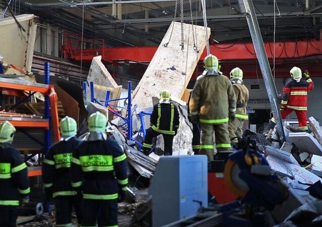 انهيار سقف مصنع قرب موسكو