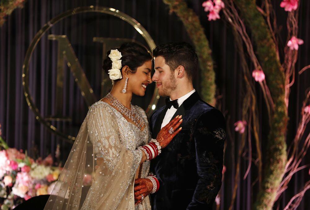 الممثلة الهندية بريانكا تشوبرا والموسيقي نيك جوناس في حفل زفافهما في 4 ديسمبر/ كانون الأول 2018