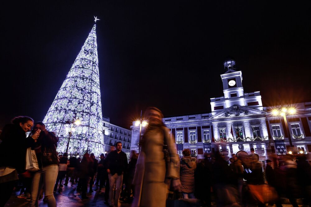شجرة عيد الميلاد في ساحة بلاثا مايور مدريد، إسبانيا 15 ديسمبر/ كانون الأول 2018