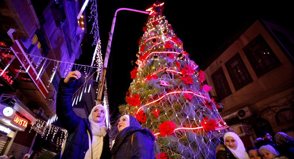 شجرة عيد الميلاد في حي القصاع في مدينة دمشق، سوريا 14 ديسمبر/ كانون الأول 2018
