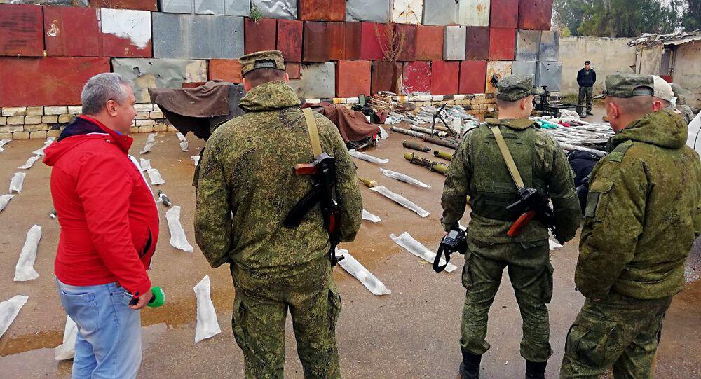 القوات السورية والروسية تضبط مستودعا للأسلحة والعتاد في درعا