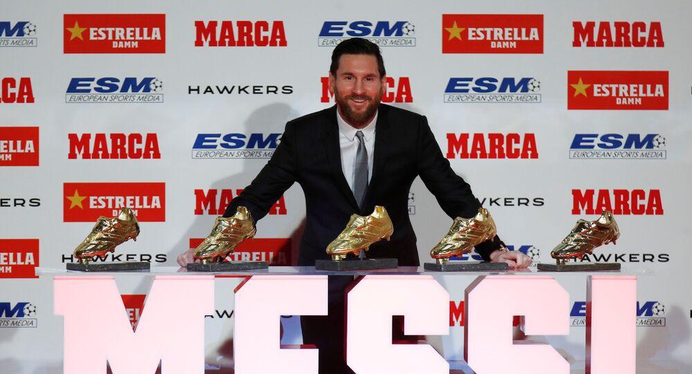 ميسي يتسلم جائزة الحذاء الذهبي للمرة الخامسة