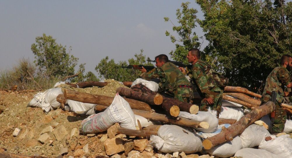 الجيش السوري يراقب المنحدرات في ريف اللاذقية ويقطع طريق التركستانيين شرقاً