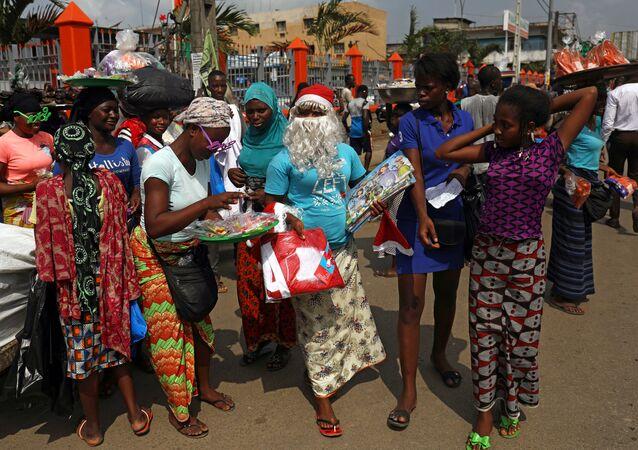 بابا نويل وزينة عيد الميلاد تغزو شوارع أفريقيا