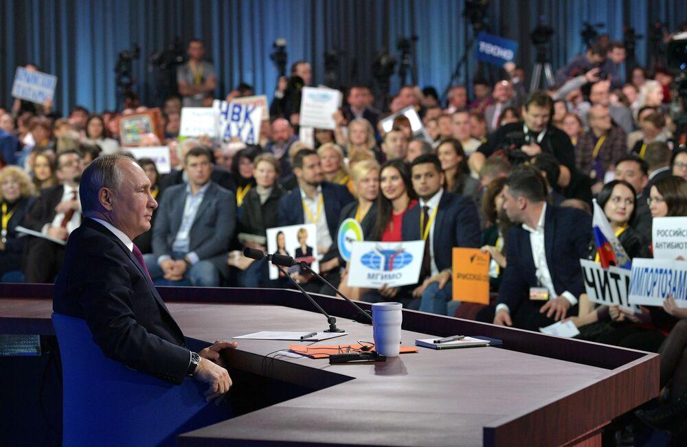 الرئيس الروسي فلاديمير بوتين خلال المؤتمر الصحفي الكبير له مع الصحفيين الروسي والأجانب، في موسكو 20 ديسمبر/ كانون الأول 2018