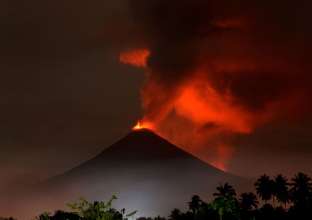ثوران بركان سوبوتان، شمال سولاويسي، إندونيسيا 16 ديسمبر/ كانون الأول 2018