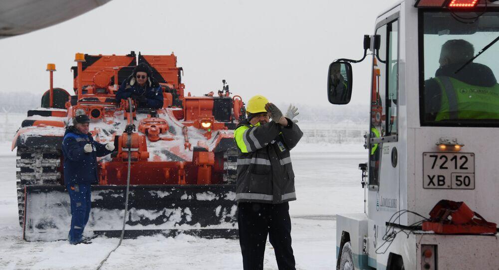 المدرعة المدنية برين - 1 تعمل في مطار دوموديدوفا الروسي