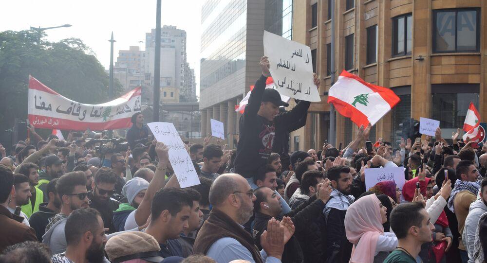 المتظاهرون في بيروت демонстрации в Бейруте