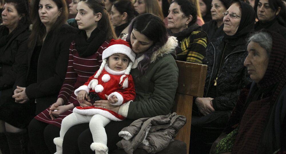 مسيحيون عراقيون خلال قداس عيد الميلاد في مدينة قراقوش، العراق