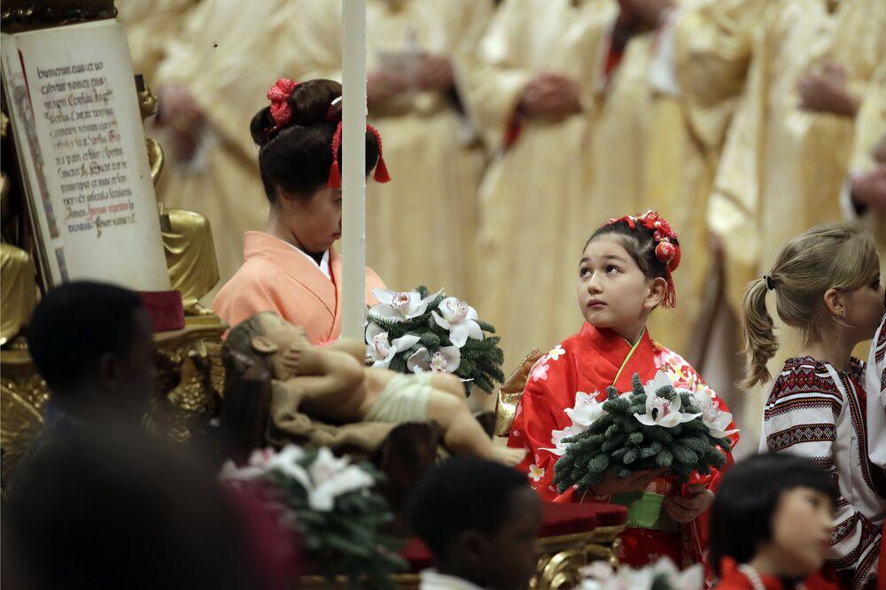 المؤمنون خلال قداس عيد الميلاد في الفاتيكان