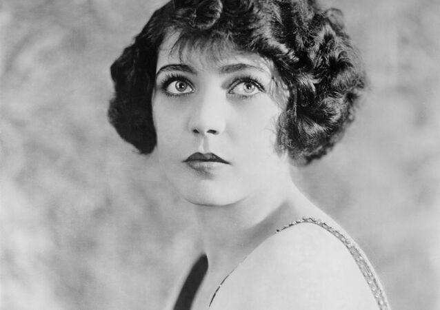 النجمة الأمريكية للسينما الصامتة من أصل فرنسي، رينه أدوري، عام 1922