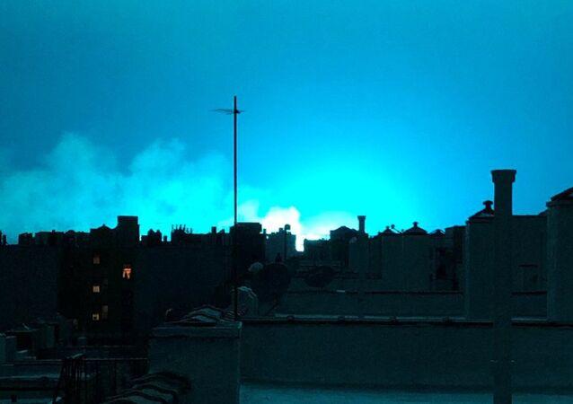 تحول سماء نيويورك إلى اللون الأزرق