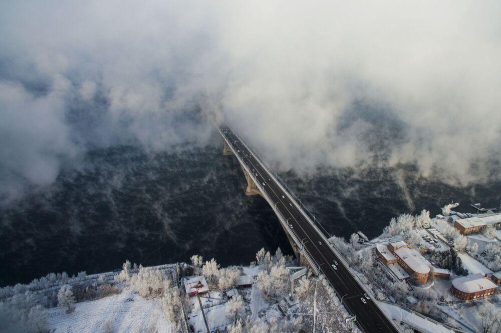 جسر للسيارات فوق نهر ينيسي في كراسنويارسك