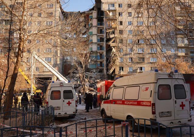 أنقاض المبنى السكني المنهار بسبب انفجار الغاز في ماغنيتاغورسك
