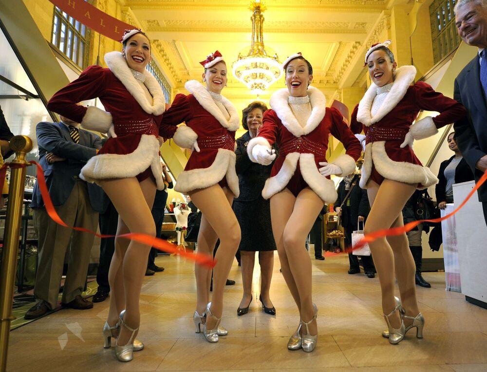 راقصات خلال احتفالات عيد رأس السنة في نيويورك