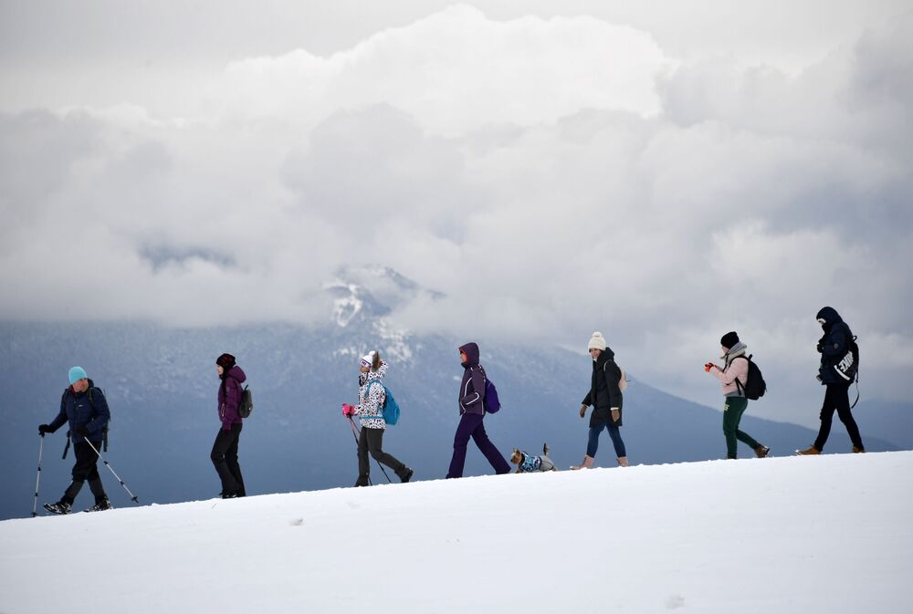 السياح على جبل آي بيتري في شبه جزيرة القرم الروسية