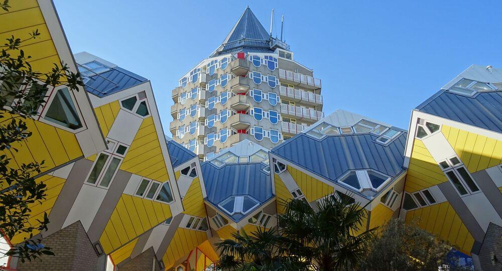 مجمع من المكعبات في المنتجع السياحي في روتردام وهيلموند، هولندا