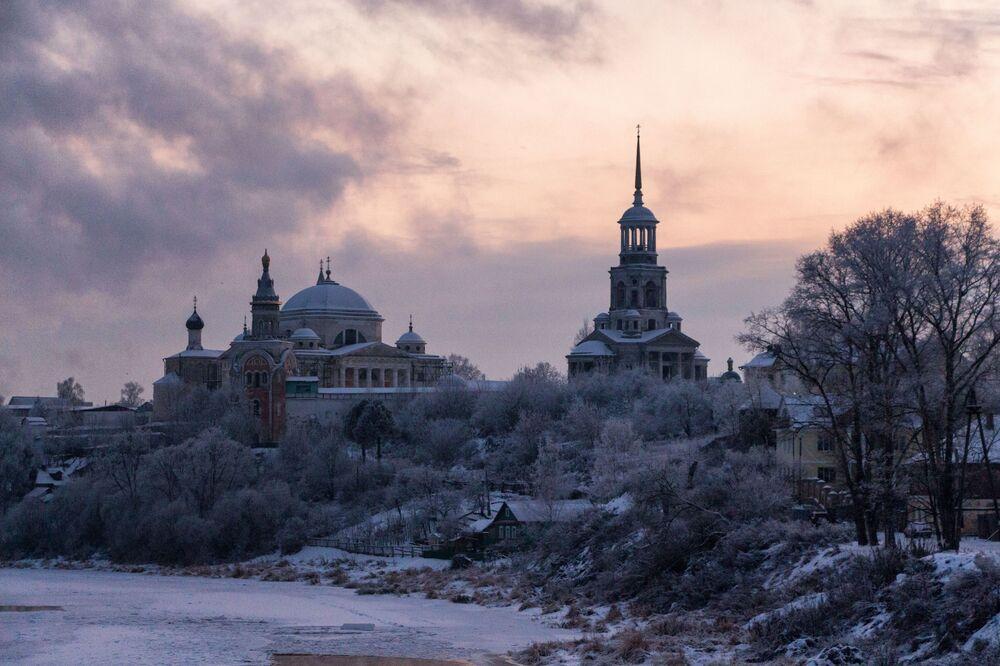 دير بوريسوغليبسكي في مدينة تورجوك، في منطقة تفير الروسية