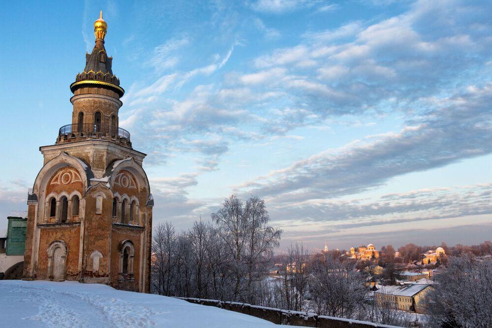 برج لدير بوريسوغليبسكي في مدينة تورجوك، في منطقة تفير الروسية
